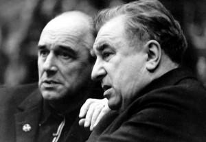 Основоположники отечественной школы хоккея на льду Анатолий Тарасов (справа) и Аркадий Чернышев