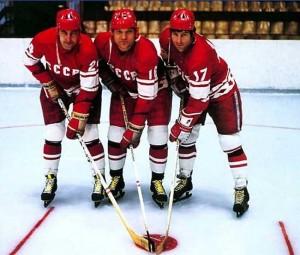Хоккеисты: Борис Михайлов, Владимир Петров, Валерий Харламов - фото
