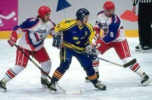 В хоккей играют сборные России и Швеции